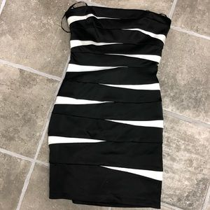 Super cute strapless black white homecoming/ Prom